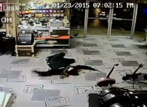 [VIDEO] Robber Plays Dead After Store Owner Draws Gun