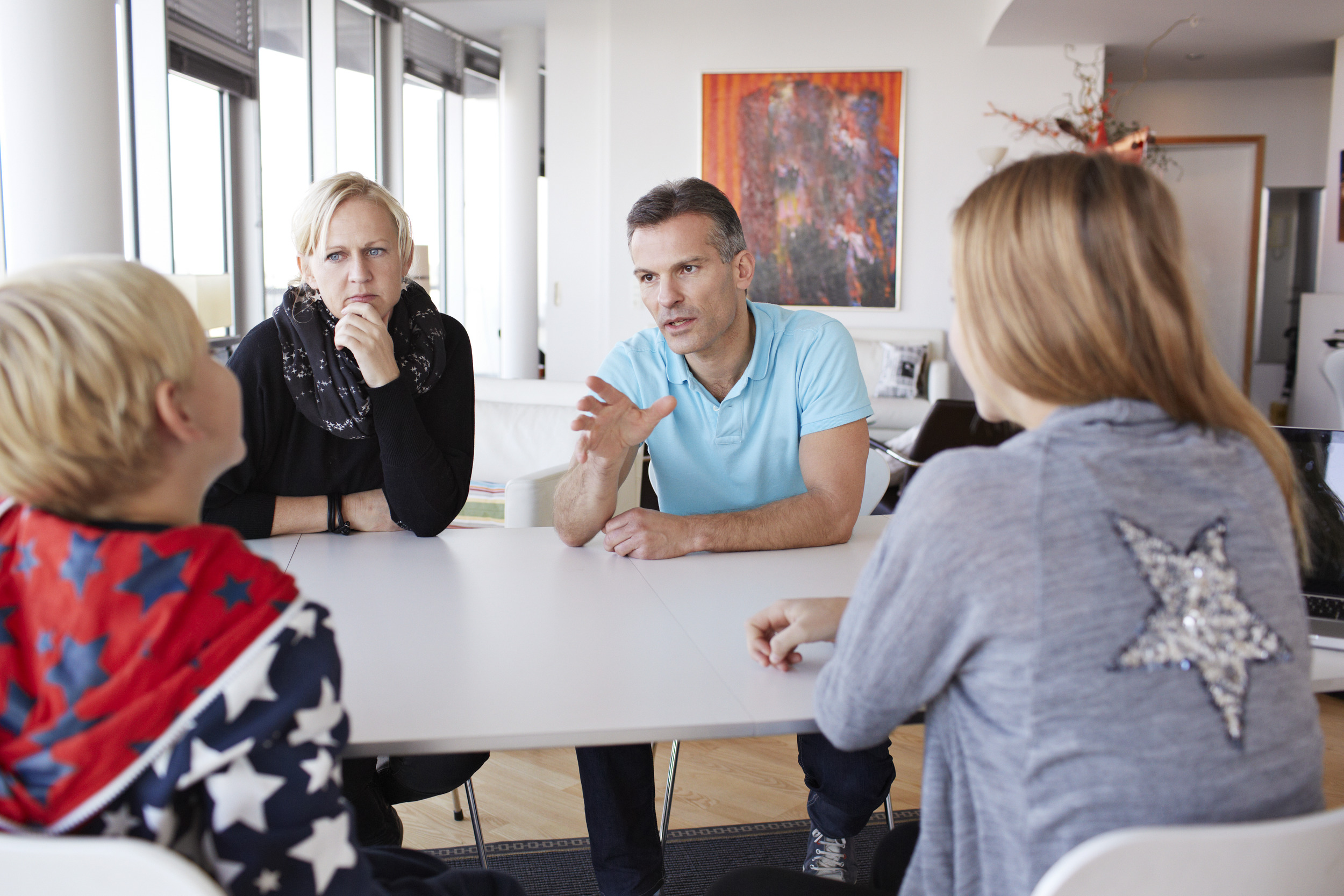 6 tips for planning home defense includes a family meeting to discuss